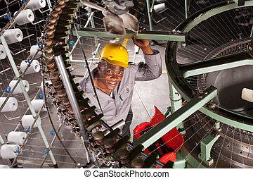 americano africano, lavoratore tessile, in, fabbrica
