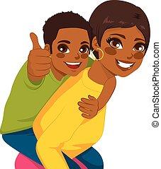 americano africano, madre, hijo, a cuestas