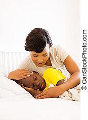 americano africano, madre, verificar, ella, hijo, temperatura