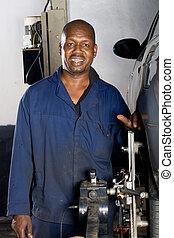 americano africano, mecánico, sonriente