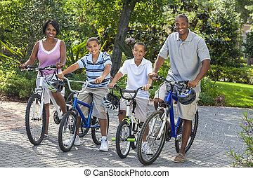 americano africano, padres, niño, niños, bicicletas de equitación