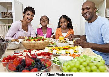 americano africano, padres, niños, familia que come, en, cenar mesa