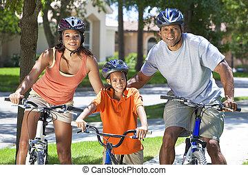 americano africano, pais, com, menino, filho, bicicleta equitação