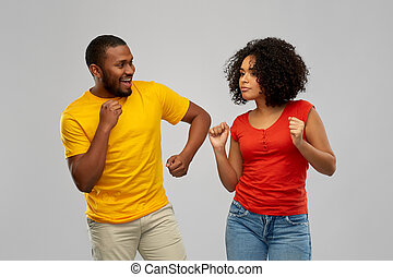 americano, coppia felice, sorridente, ballo, africano