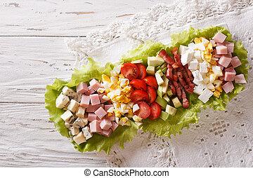 americano, salada cobb, ligado, um, prato, ligado, a, tabela., horizontais, vista superior