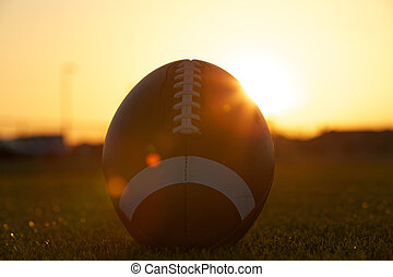 amerikaan voetbal, ondergaande zon , backlit