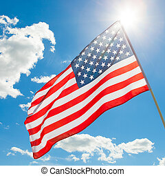 amerykańska bandera, falować, w, błękitne niebo, z, słońce, za, to