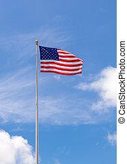 amerykańska bandera, na, maszt flagowy, falować, w, błękitne niebo