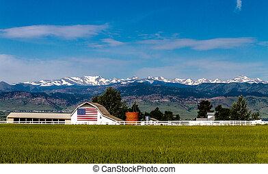 amerykańska bandera, stodoła, w, otoczak, co
