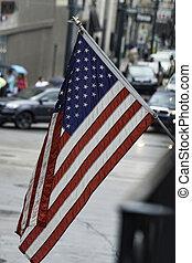 amerykańska bandera, w, przedimek określony przed rzeczownikami, francuska dzielnica