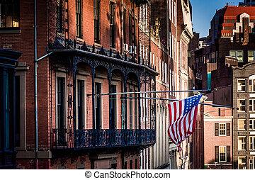 amerykańska bandera, wisząc, z, niejaki, gmach, w, boston, massachusetts.