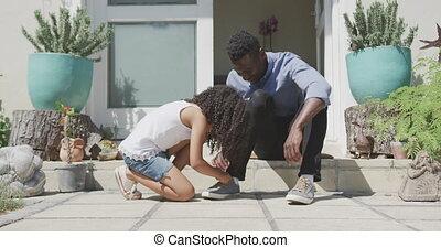 amerykanka, afrykanin, obuwie, dziewczyna, przywiązywanie, ...