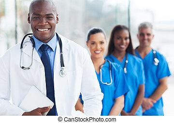 amerykanka, koledzy, afrykanin, młody doktor