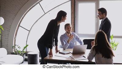 amical, equipe affaires, sourire, brain-storming, bureau, ...