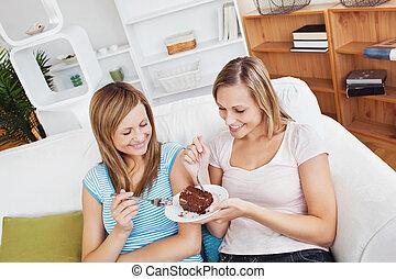 amici, casa, cioccolato, femmina, torta, ammirato, mangiare