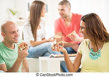 amici, consumo pizza