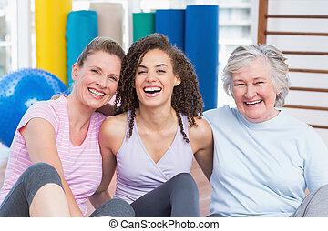 amici, femmina, seduta, palestra, insieme, felice