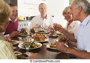 amici, godere, pranzo, a casa, insieme