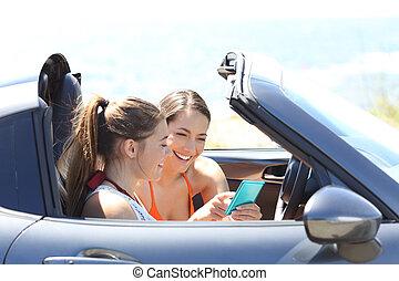 amici, lettura, telefono, contenuto, dentro, uno, automobile, vacanza