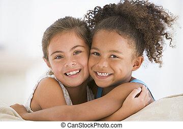 amici, meglio, abbracciare