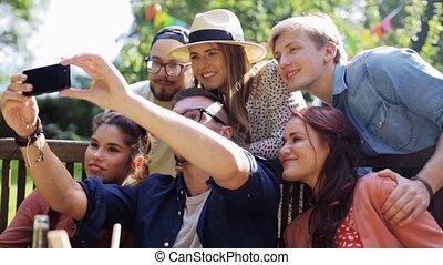amici, presa, selfie, a, festa, in, estate, giardino