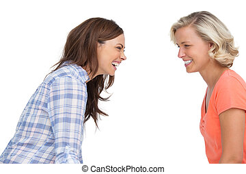 amici ridendo, insieme, due