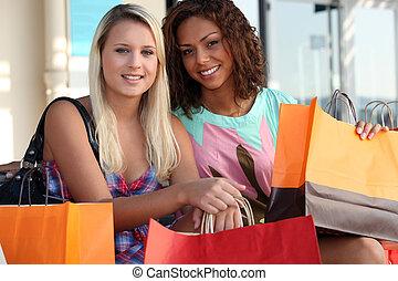 amici, shopping, insieme, fuori