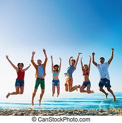 amici, sorridente, saltare, spiaggia, felice