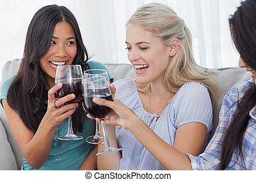 amici, tostare, vino, rosso, insieme, felice