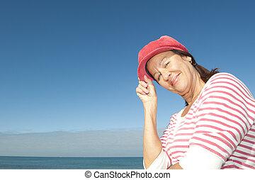 amigável, feliz, relaxado, mulher madura, ao ar livre
