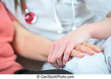 amigável, médico feminino, mãos, segurando, paciente
