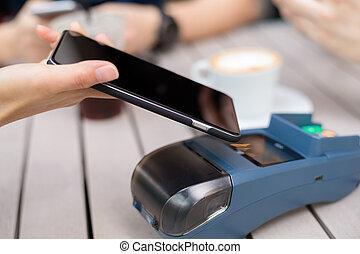 amigo, utilizar, teléfono celular, para pagar