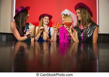 amigos, atractivo, cócteles, noche, gallina, bebida