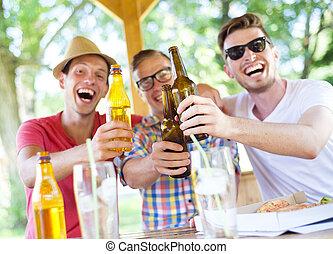 amigos, bebida, y, charlar