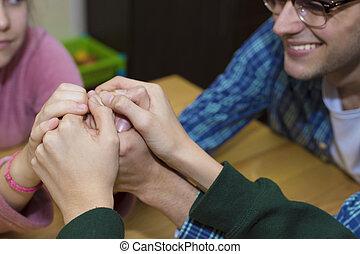 amigos, com, unidas, mãos