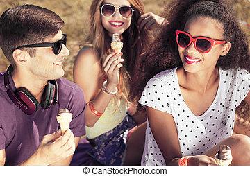 amigos, cremes, comer, gelo, feliz