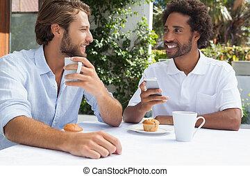 amigos, junto, dois, café, desfrutando