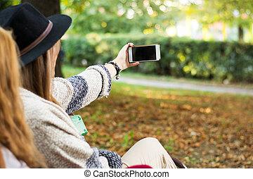 amigos, levando, parque, selfie