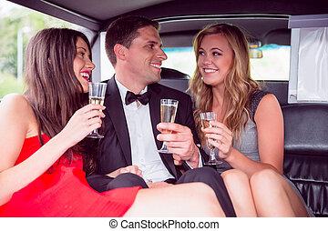 amigos, limusina, champaña, bebida, feliz