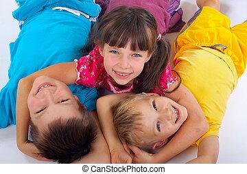 amigos menina, dois, abraçando, feliz