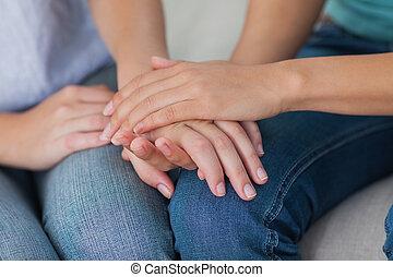 amigos próximos, tocar, mãos