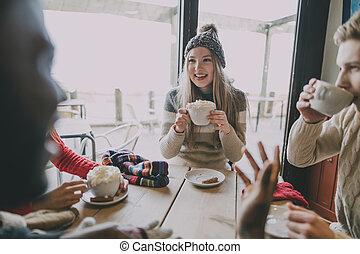 amigos, socialize, em, inverno, café