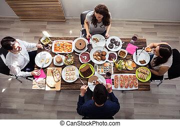 amigos, tendo almoço, junto