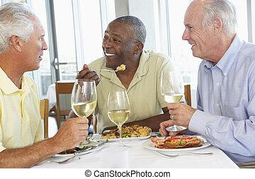 amigos, tendo almoço, junto, em, um, restaurante