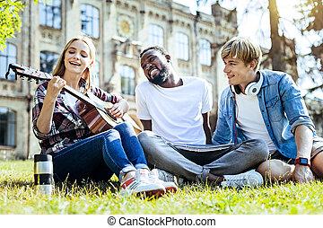 amigos, violão jogo, enquanto, cantando, alegre, canções