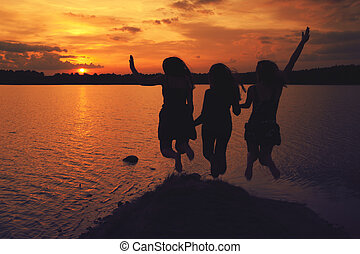 amis, à, coucher soleil
