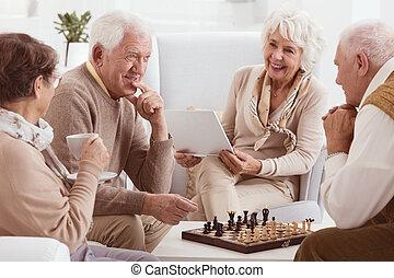 amis, échecs, concurrence, entre