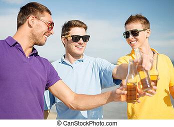 amis, bière, plage, bouteilles, heureux