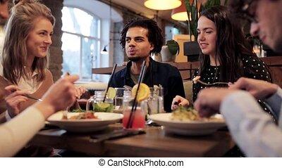 amis, boire, heureux, manger, restaurant