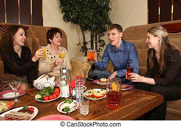 amis, dans, restaurant